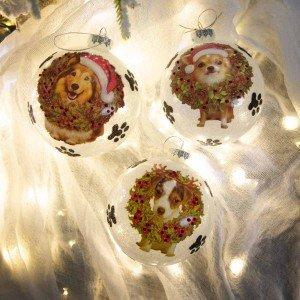Λευκή Χριστουγεννιάτικη γυάλινη μπάλα με σκυλάκια και πατούσες σετ τριών σχεδίων 10 εκ