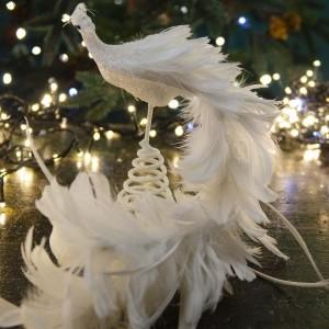 Λευκή Χριστουγεννιάτικη κορυφή δέντρου σε σχήμα παγονιού με πουπουλένια ουρά με γκλίτερ 22 εκ