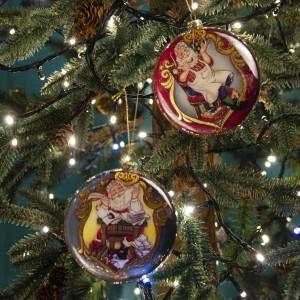Vintage Χριστουγεννιάτικο κρεμαστό επίπεδο στολίδι με Άγιο Βασίλη σετ δύο σχεδίων από γυαλί 10 εκ