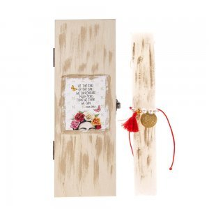 Boho αρωματική λαμπάδα Πασχαλινή με βραχιόλι σε ξύλινο κουτί 7x4x22 εκ