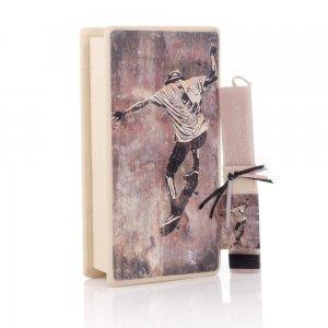 Πασχαλινή αρωματική λαμπάδα Skate και διακοσμητικό κουτί χειροποίητο 25x13x7 εκ
