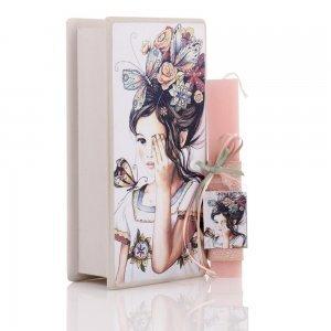 Πασχαλινή αρωματική λαμπάδα κορίτσι με πεταλούδες και κουτί χειροποίητο ξύλινο 25x13x7 εκ