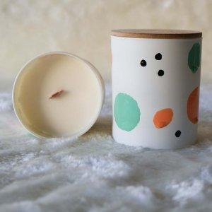 Κερί αρωματικό από σόγια σε γυάλινο βαζάκι με άρωμα καραμέλας φυστικιού και βανίλιας 9x8 εκ