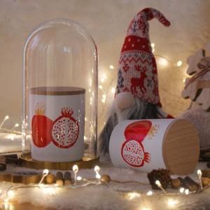 Κερί αρωματικό σε γυάλινο βαζάκι ζωγραφισμένο στο χέρι με χριστουγεννιάτικο άρωμα ροδιού 9x8 εκ