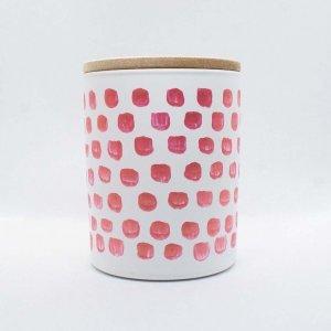 Αρωματικό κερί από σόγια σε γυάλινο βαζάκι ζωγραφισμένο στο χέρι με άρωμα βανίλιας και μακαντέμια 9x8 εκ
