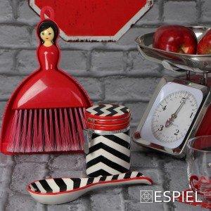 Σκουπάκι σε κόκκινο χρώμα σε σχήμα κοπέλας 18x4x27 εκ