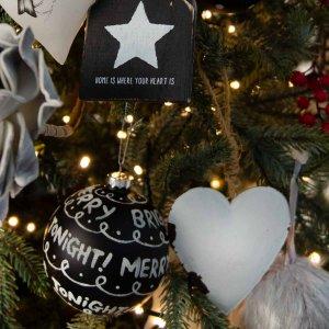 Black and White ολοκληρωμένη διακόσμηση Χριστουγεννιάτικου δέντρου με 85 στολίδια