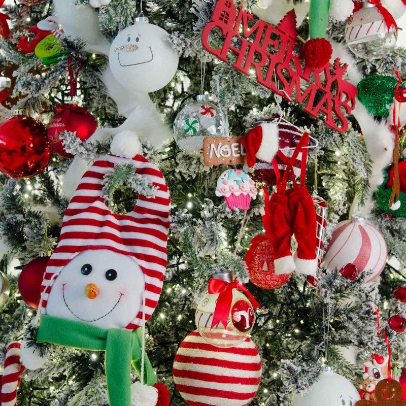 Παιδικά όνειρα ολοκληρωμένη διακόσμηση Χριστουγεννιάτικου δέντρου με 100 στολίδια