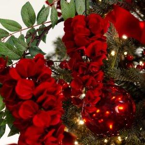 Red Passion ολοκληρωμένη διακόσμηση Χριστουγεννιάτικου δέντρου με 104 στολίδια