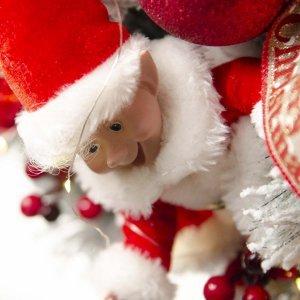 Red Harlequin έτοιμο στολισμένο Χριστουγεννιάτικο χιονισμένο στεφάνι με λαμπάκια 120 εκ