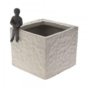 Minimal γκρι κεραμικό κασπώ με μαύρο καθιστό άνθρωπο σετ των δύο τεμαχίων 18x16x20 εκ