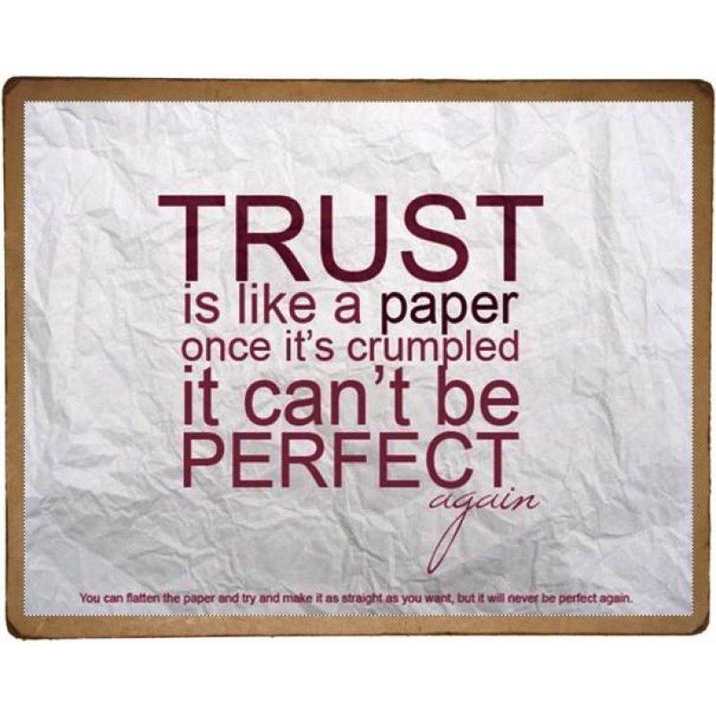 Πίνακας Χειροποίητος με επιγραφή 'Trust is like a paper, once it's crumpled it can't be perfect again'