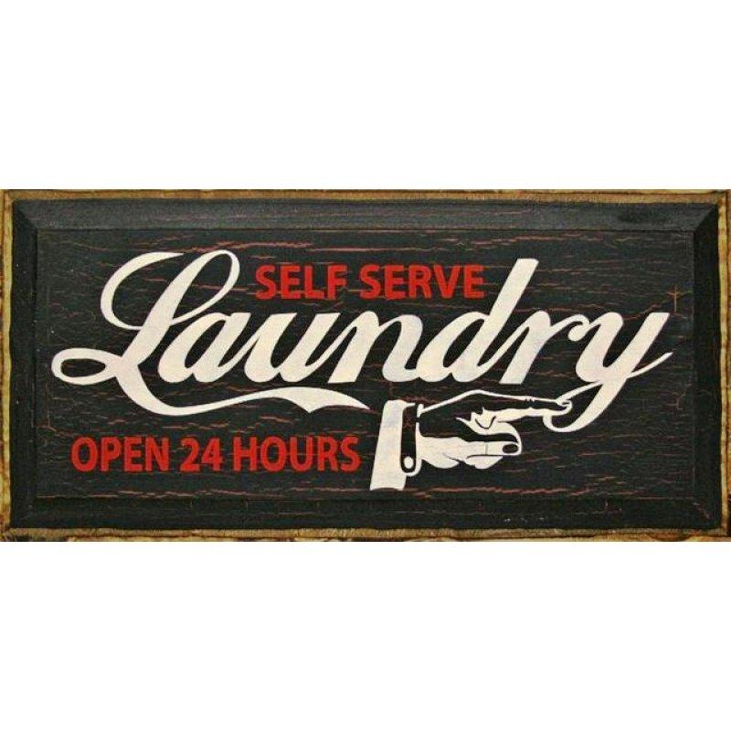 Ρετρό ξύλινος πίνακας χειροποίητος 'Self-serve laundry open 24 hours '
