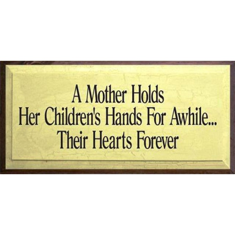 Vintage ξύλινος χειροποίητος πίνακας 'A mother holds her children's hands for a while…their hearts forever'