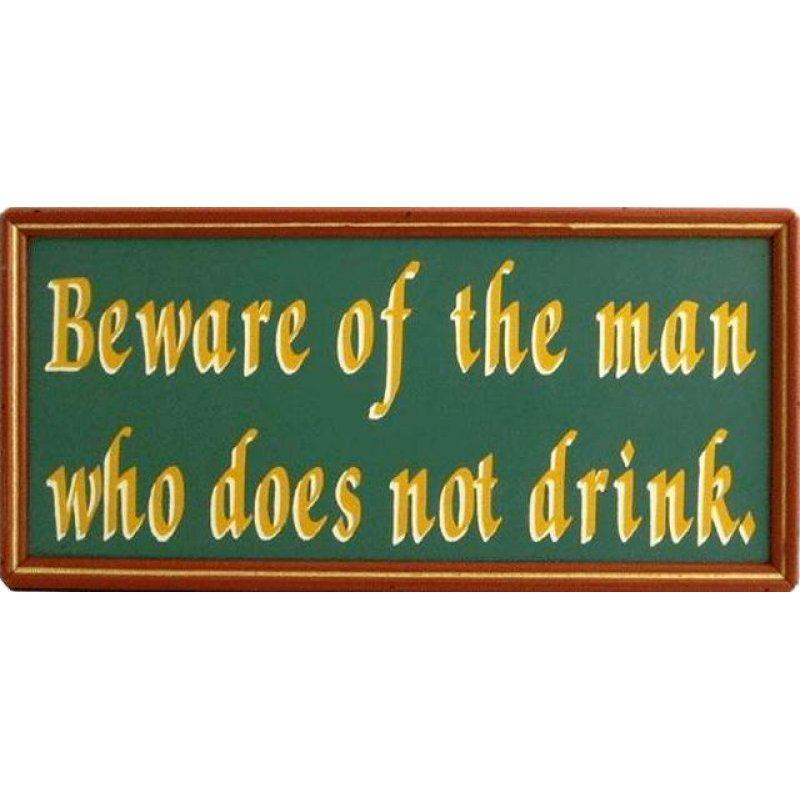 Vintage ξύλινος χειροποίητος πίνακας 'Beware of the man who does not drink'