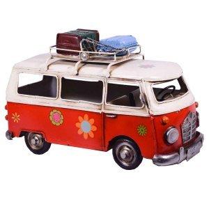 Κόκκινο διακοσμητικό βαν λεωφορείο με αποσκε&up
