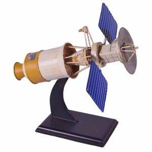 Μεταλλικό διακοσμητικό δορυφόρος σε ξύλινη βάση 21x18x21 εκ