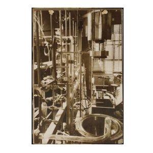 Retro Ξύλινος Πίνακας εργαστήριο του 1930  30cm X 20cm